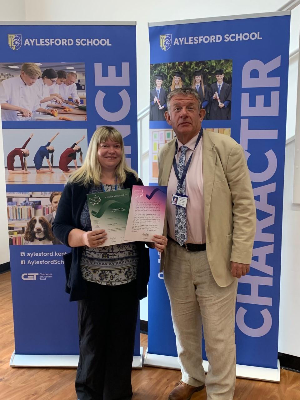 Head Teacher wins Award